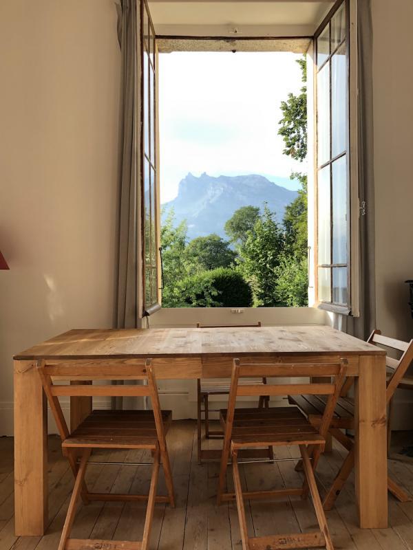 Caquineau table